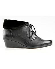 Nantucket Black Boot