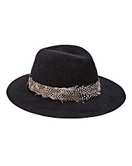 Pieces Town Hat With Feathers
