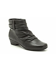 Clarks Womens Matron Ella Extra Wide Fit