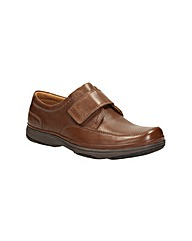 Clarks Swift Turn Wide Fit