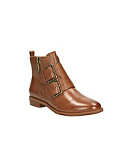 Clarks Womens Taylor Storm Standard Fit