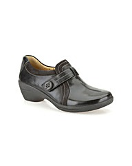 Clarks Womens Un Faina Standard Fit