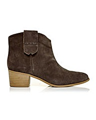 Moda in Pelle Capano Short Boots