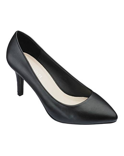Simple court shoe