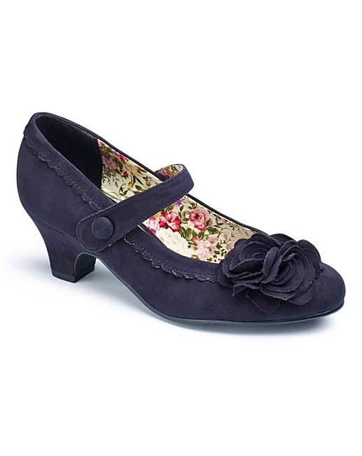 Court Shoe Brown Wide