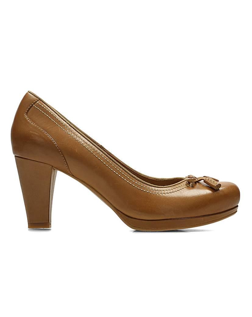 Clarks Chorus Chic Shoes.