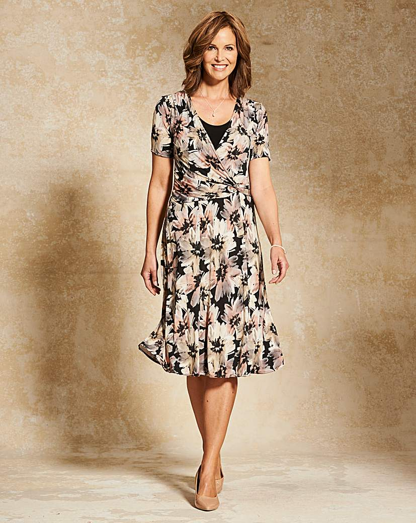 1940s Style Dresses and Clothing Print Jersey Dress 43in £39.00 AT vintagedancer.com
