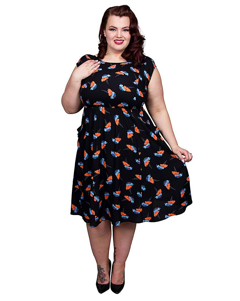 1940s Plus Size Fashion Advice Scarlett  Jo Floral Print Pocket Dress £50.00 AT vintagedancer.com