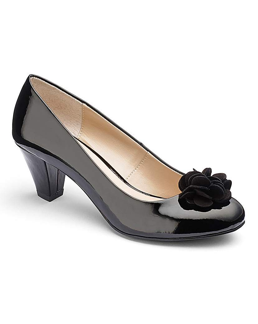 Lotus Flower Trim Court Shoes EEE Fit £60.00 AT vintagedancer.com