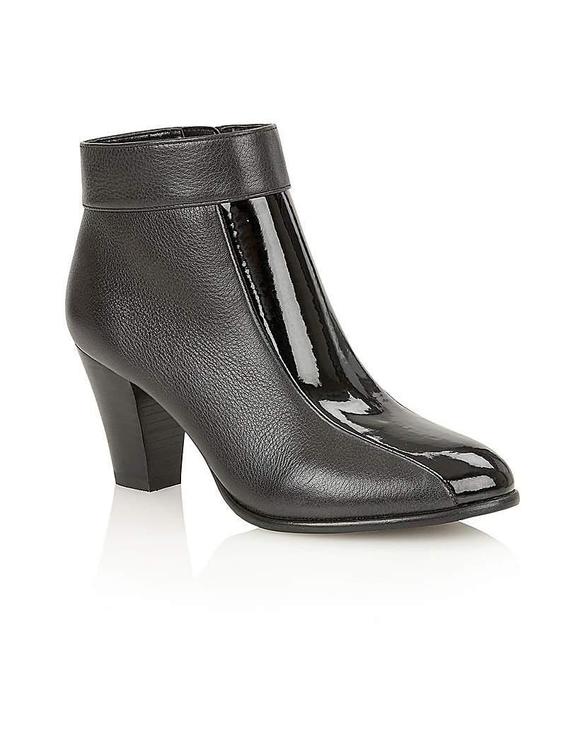 Lotus Cedar Ankle Boots