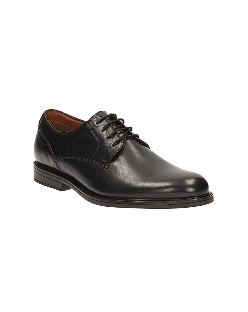 Clarks Beckfield Walk Shoes.
