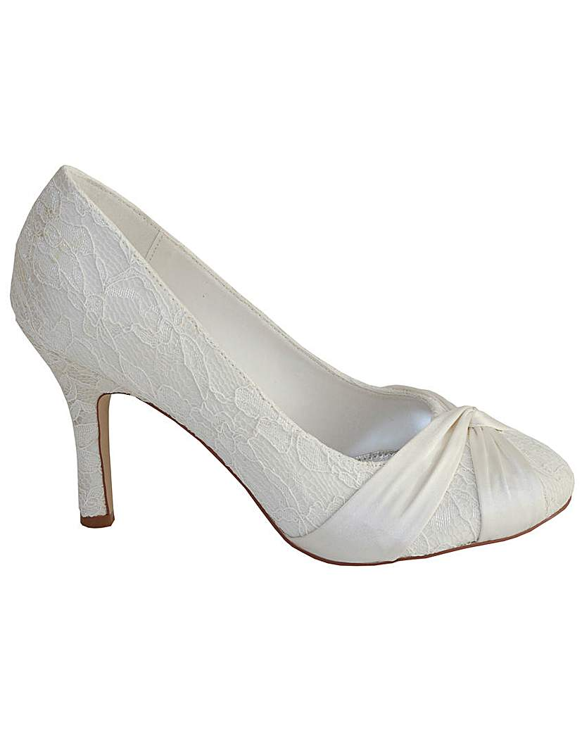 Vintage Style Wedding Shoes, Boots, Flats, Heels Perfect Lace Closed Toe Court £26.00 AT vintagedancer.com