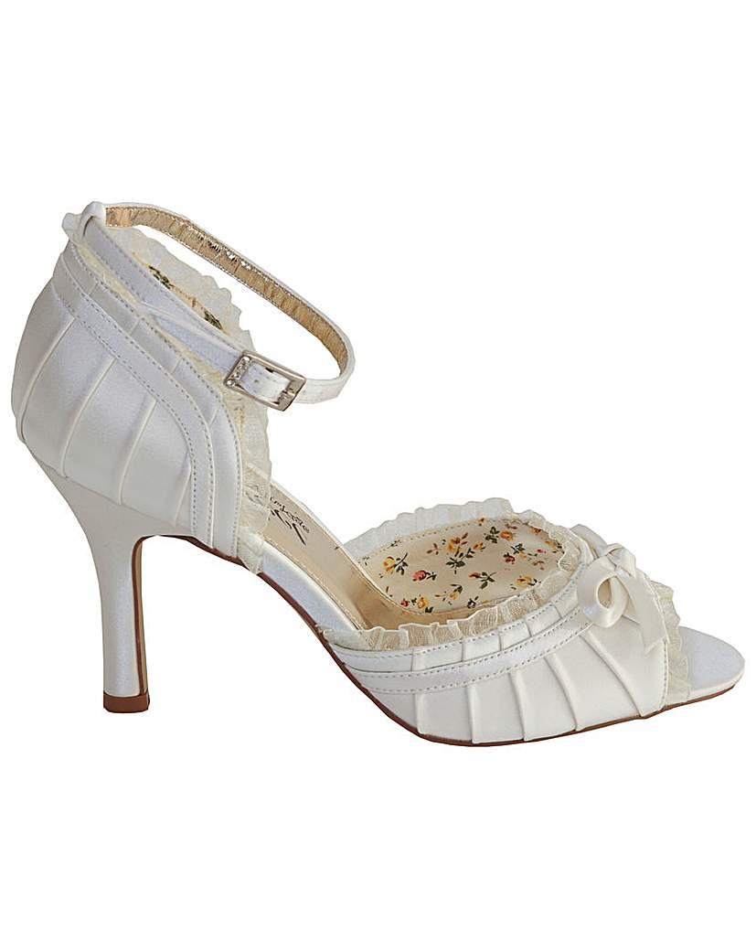 Vintage Inspired Wedding Dresses Perfect Vintage Inspired Sandal £26.00 AT vintagedancer.com