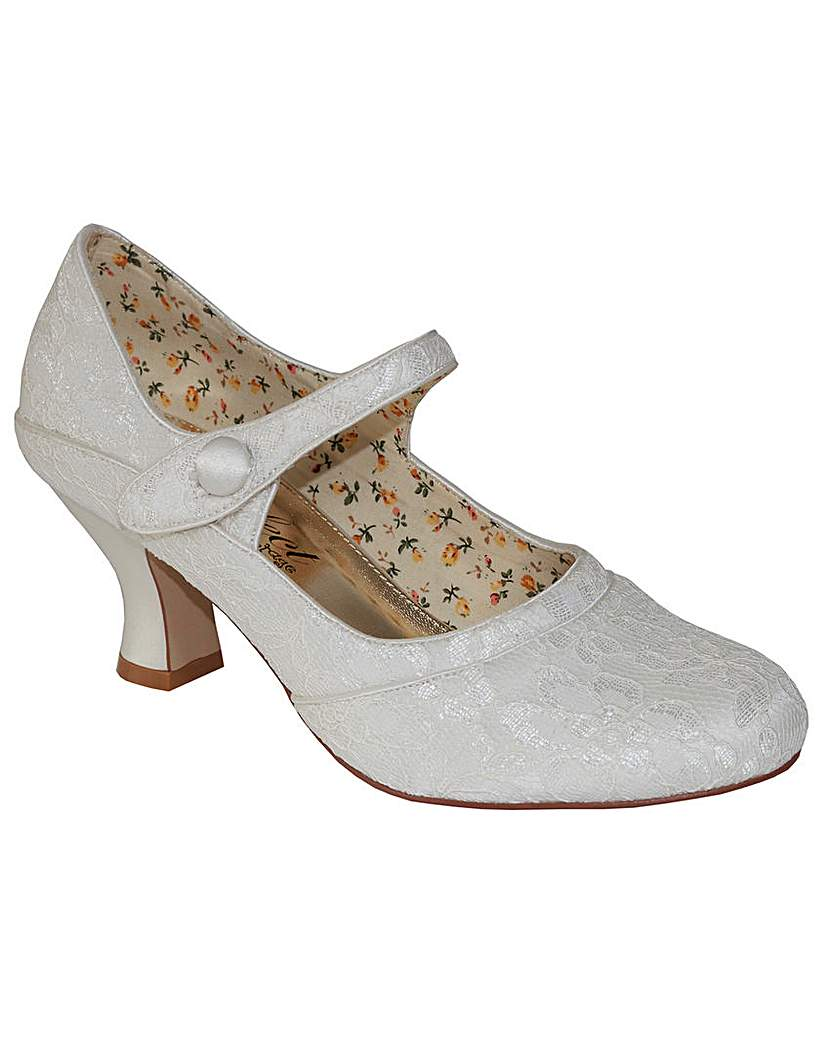 Perfect Button Bar Lace Shoe £86.00 AT vintagedancer.com