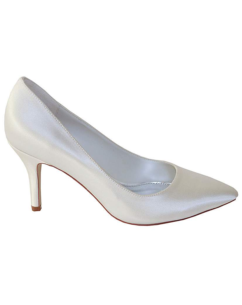Vintage Style Wedding Shoes, Boots, Flats, Heels Perfect Ivory Pointed Court Shoe £37.00 AT vintagedancer.com