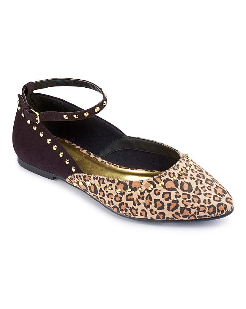Heavenly Soles Studded Pointy Pump E Fit