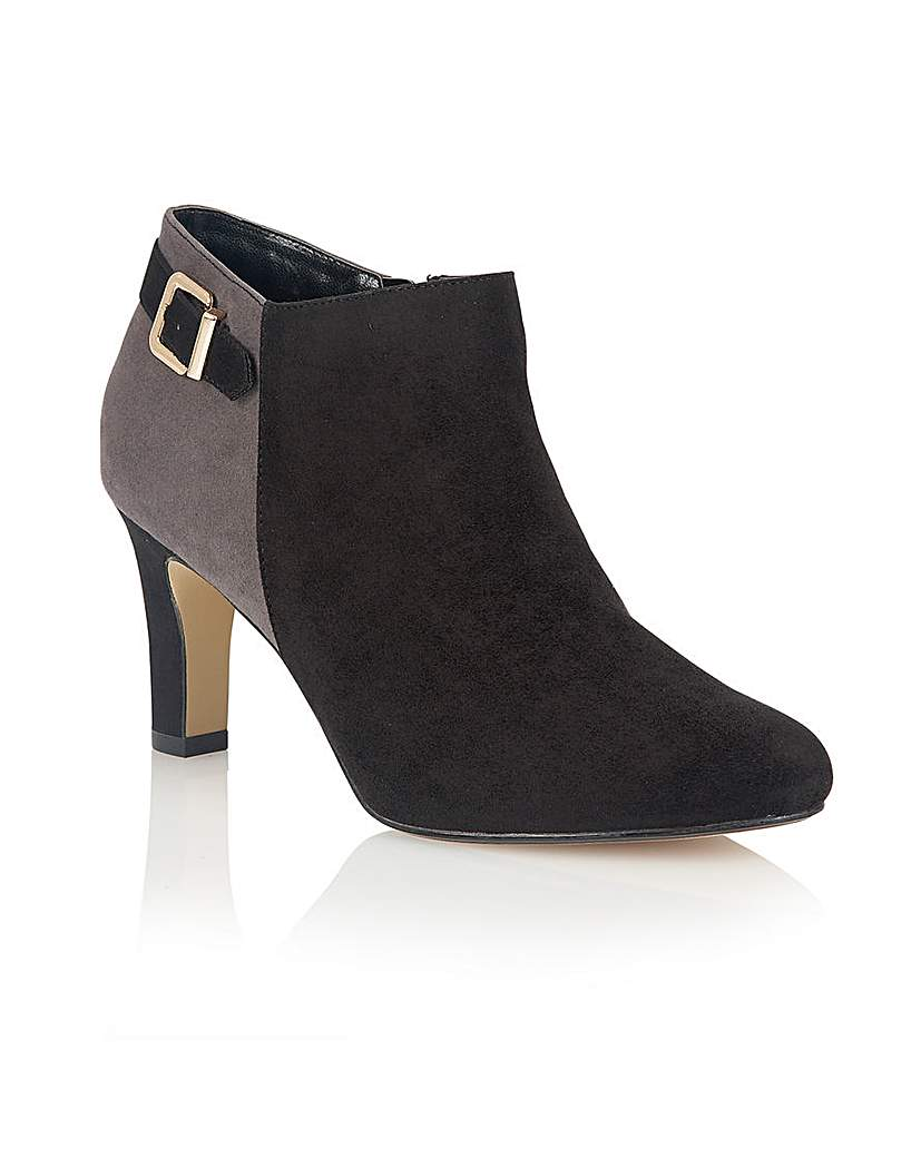 Lotus Caera Casual Shoes