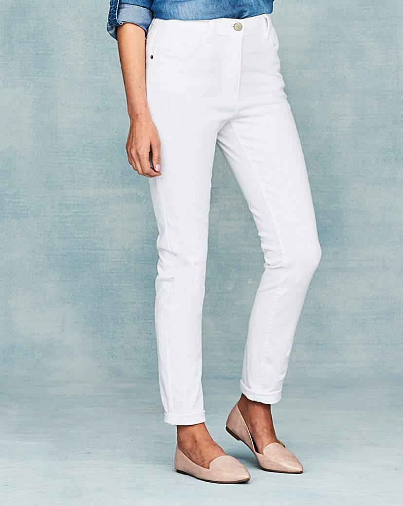 Straight Leg Jeans Short.