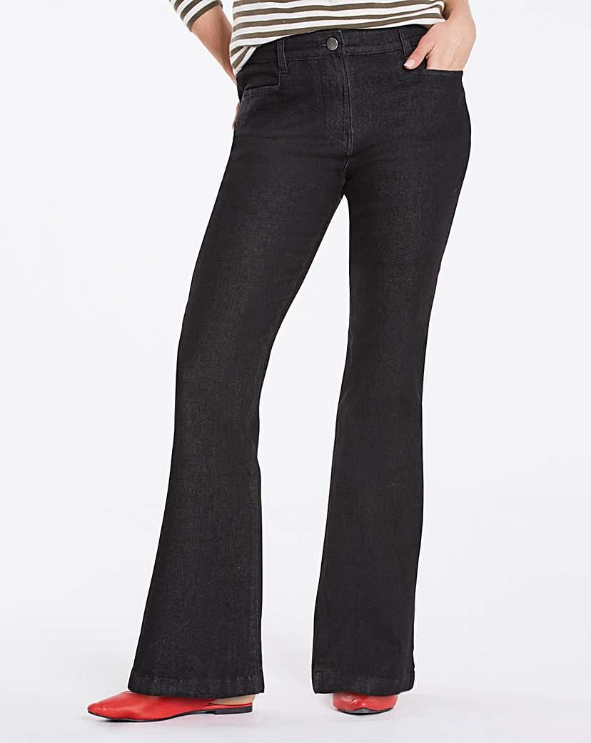 Value Bootcut Jeans Short