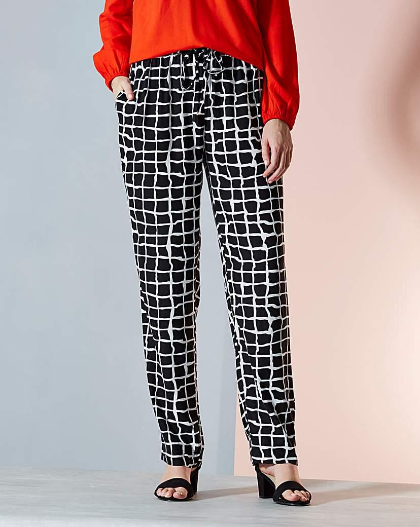 Woven Printed Hareem Trousers Regular
