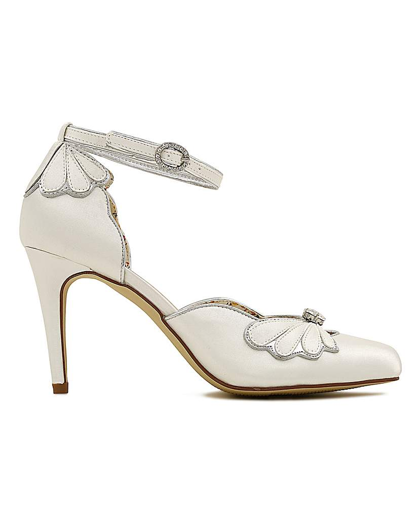 1920s Style Shoes Perfect Open Waist Closed Toe Shoe £99.00 AT vintagedancer.com