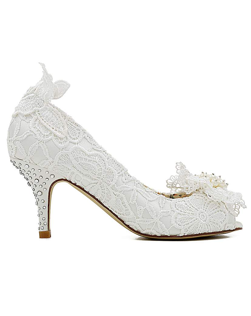 Vintage Style Wedding Shoes, Boots, Flats, Heels Perfect Vintage Inspired Lace Shoe £90.00 AT vintagedancer.com