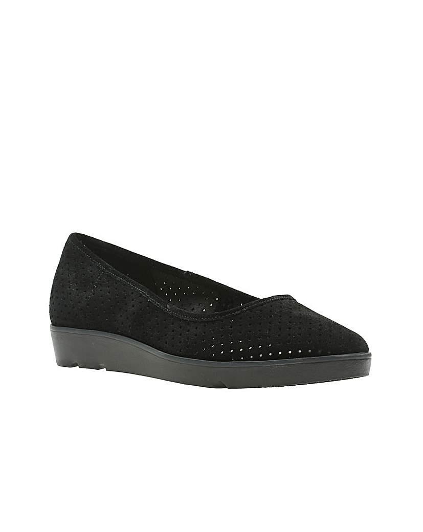 Clarks Evie Buzz Shoes