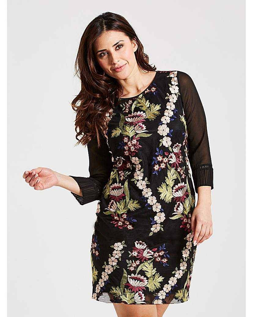 Image of Celuu Carrie Embroidered Dress