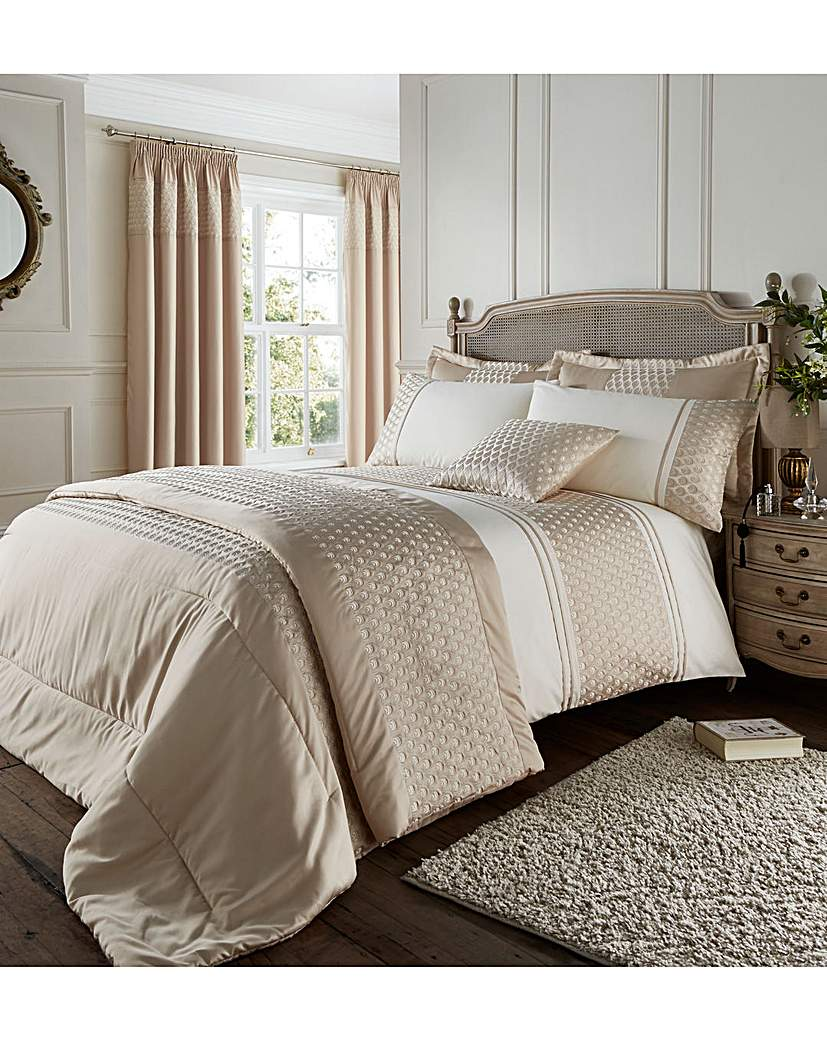 Image of Catherin Lansfield Lille Bedspread