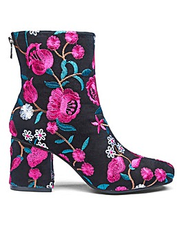 Sole Diva Callie Embroidered Boot E Fit