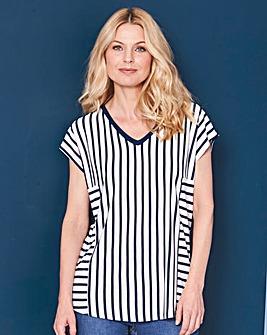 Navy Stripe - V-neck T-shirt