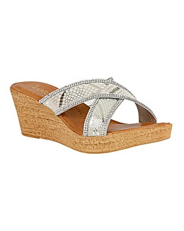 LOTUS ARIKA CASUAL SANDALS