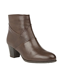 LOTUS METCALF ANKLE BOOTS