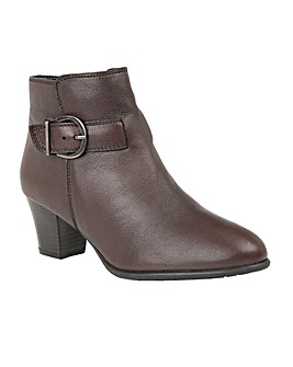 LOTUS GENEVIEVE ANKLE BOOTS