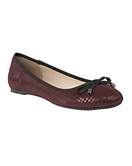 LOTUS TENLEY FLAT SHOES