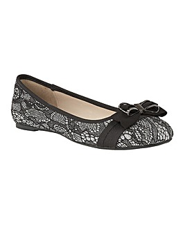 LOTUS SHAYNA FLAT SHOES