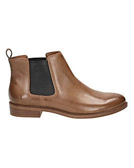 Clarks Taylor Shine D Fitting
