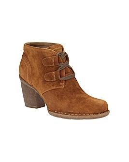 Clarks Carleta Lyon Boots