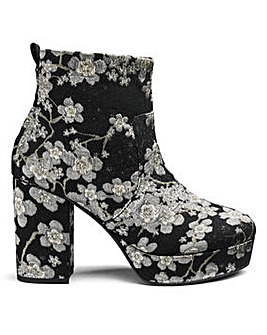 Sole Diva Keira Platform Boot E Fit