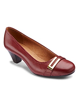 Clarks Fearne Shine Court Shoes E Fit