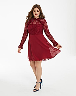 Elise Ryan Lace & Chiffon Dress