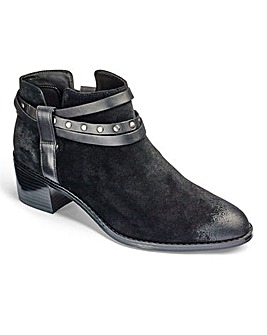 Clarks Breccan Shine Ankle Boots D Fit