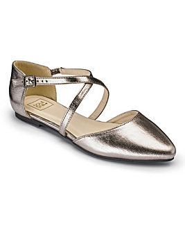 Sole Diva Crossover Pumps E Fit
