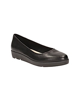 Clarks Evie Buzz Shoes