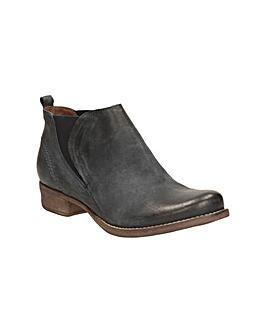 Clarks Colindale Oak Boots
