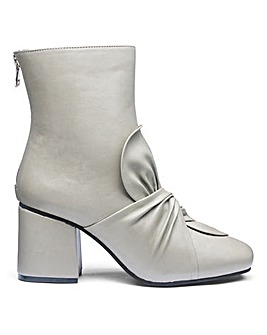 Sole Diva Edith Bow Boots E Fit