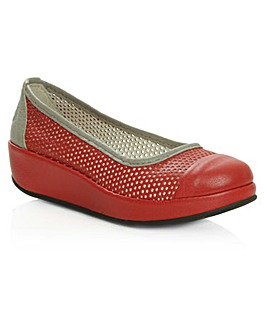 Fly Bang622fly Red Low Wedge Pump