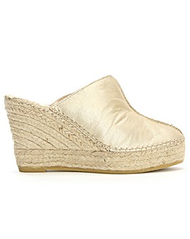 Daniel Vitex Closed Toe Wedge Mules
