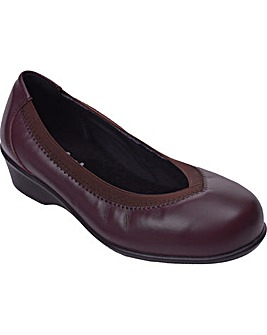 Maggie Shoes 5E+ Width