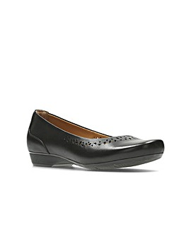 Clarks Blanche Garryn Shoes